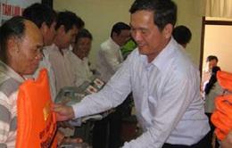 Tặng áo phao, thuốc y tế cho 250 ngư dân nghèo Phú Yên