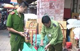 Thu nửa tấn bột làm thạch Trung Quốc ở chợ Đồng Xuân
