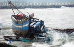 Đưa về đất liền 15 ngư dân gặp nạn ở vùng biển Trường Sa