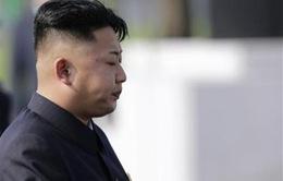 Kim Jong Un thăm viếng nghĩa trang liệt sĩ