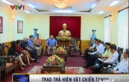 Cựu chiến binh Australia trao di vật của liệt sĩ cho Việt Nam