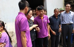 Phó Chủ tịch nước tặng quà cho thủ khoa ĐH Y Hà Nội