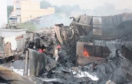 1.000m2 xưởng sơn bốc cháy, dân hoảng loạn