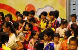 Tặng quà cho trẻ khuyết tật nhân dịp Tết Trung Thu