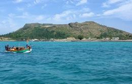Thế hệ trẻ chung tay xây dựng cột cờ Tổ quốc trên đảo Lý Sơn