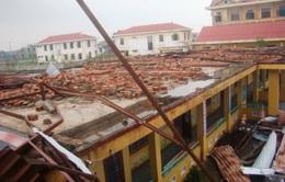 Lốc xoáy mạnh bất ngờ sau bão tại Quảng Bình