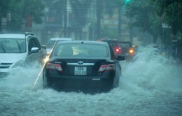 Nhiều tuyến đường miền Trung ngập sâu sau bão
