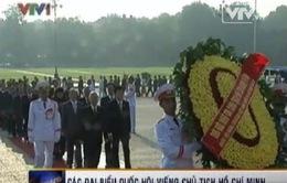 Các đại biểu Quốc hội viếng Chủ tịch Hồ Chí Minh