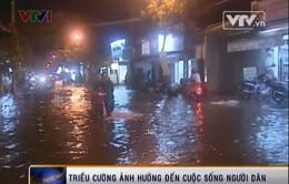 """Dân TP.HCM loay hoay tìm cách vượt """"sông nước"""""""