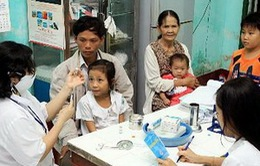 Khám bệnh miễn phí cho người dân vùng lũ Hà Tĩnh
