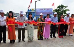 Trao tặng tàu cá hơn 5 tỷ cho ngư dân Lý Sơn