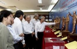 Lấy ý kiến về mẫu phác thảo Tượng đài Hồ Chí Minh