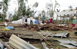 Lốc xoáy tại Phú Yên, hàng chục ngôi nhà bị sập