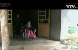 Hai vợ chồng khuyết tật người Dao cần sự trợ giúp