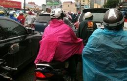 Mưa rét khiến giao thông Hà Nội hỗn loạn