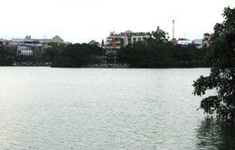 Nghiêm cấm xả rác thải xuống hồ Hoàn Kiếm