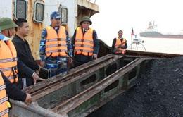 Bắt giữ tàu vận chuyển 600 tấn than cám bất hợp pháp