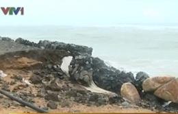 Phú Yên: Vỡ kè chắn sóng, hàng trăm hộ dân bất an