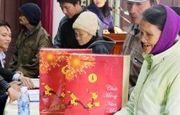 Chùa Vĩnh Nghiêm tặng quà cho người nghèo dịp Tết Nguyên đán