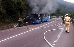 Xe khách chở 45 công nhân về quê ăn Tết bốc cháy trên đèo