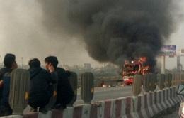 Xe khách bốc cháy trên cao tốc Pháp Vân - Cầu Giẽ