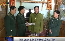 Ấm áp Tết quân dân ở vùng lũ Hà Tĩnh
