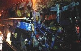 Xe khách đâm xe container, 2 người chết, 11 người bị thương