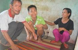 Thảm cảnh chồng bị tai biến, vợ và hai con bị thần kinh