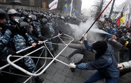 Theo sát, hỗ trợ kịp thời 10.000 người Việt đang sống ở Ukraine