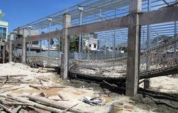 Sập công trình xây dựng chợ Mũi Né, 2 người bị thương