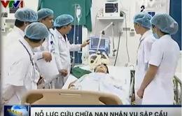 Bác sỹ chạy đua với thời gian cứu chữa cho các bệnh nhân vụ sập cầu Lai Châu