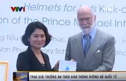 VIDEO Hoàng tử xứ Kent trao giải thưởng ATGT cho chương trình Chào buổi sáng