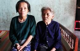 Cụ già 87 tuổi còng lưng nuôi con tâm thần, cháu dị tật