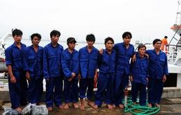 Cứu nạn 9 thuyền viên vào bờ an toàn