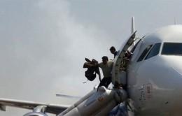 Bánh sau máy bay Ấn Độ bốc cháy khi đang hạ cánh