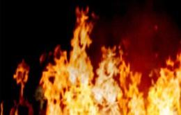 Cháy lớn thiêu rụi nhà gỗ 3 gian tại Đồng Văn, 2 người tử vong