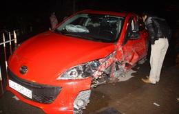 Hai ô tô đâm nhau kinh hoàng, 4 người bị thương nặng