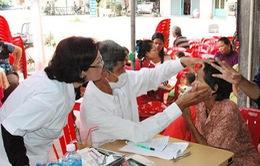 Đoàn bác sỹ Việt Nam khám bệnh miễn phí tại Campuchia