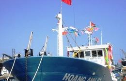 Bàn giao tàu đánh cá vỏ thép cho ngư dân Quảng Ngãi