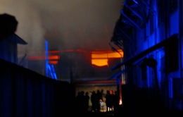 Cháy lớn tại công ty hóa chất, hơn 200 chiến sĩ PCCC tham gia dập lửa