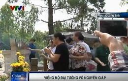 Đông đảo người dân viếng mộ Đại tướng Võ Nguyên Giáp nhân kỷ niệm chiến thắng ĐBP