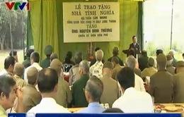 Bàn giao nhà tình nghĩa cho cựu chiến binh Điện Biên