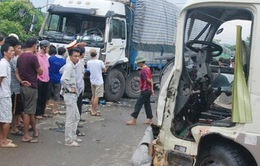 Lào Cai: Xe khách đấu đầu xe tải, 10 người bị thương