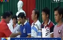 TƯ Hội Chữ thập đỏ VN trao quà cho ngư dân tàu ĐNa 90152 TS