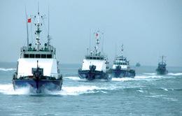 Đoàn trường ĐHSP Huế tặng quà Cảnh sát Biển và Kiểm ngư vùng 2 tại Đà Nẵng