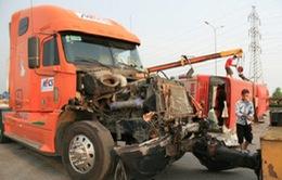 Xe khách bị xe container đâm ngang, 38 người bị thương