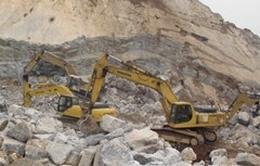 Sập mỏ đá, 2 người cùng 1 máy múc bị vùi lấp