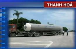 Thanh Hoá: Xe tải phóng nhanh, phanh đột ngột gây hỏng trạm cân