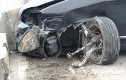 Ôtô đâm vào dải phân cách, bé gái 6 tuổi bị thương nặng