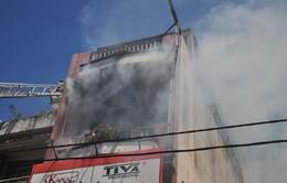10 cảnh sát PCCC bị ngạt khói khi chữa cháy tại cửa hàng mỹ phẩm